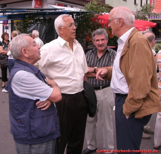 2008 Albert Senzig bei der Eröffnung des Alt-Rohrbachfestes im Gespräch mit Bodo Schiehl (ehemaliger Rohrbacher Ortsvorsteher) und dem Mitglied des Bundestages Albrecht Feibel. Mit im Bild Gerd Jung