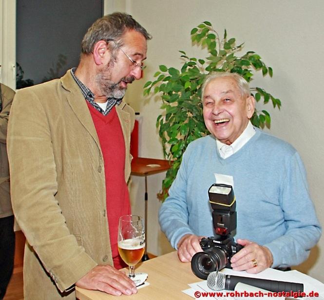 2013 Albert Senzig im Gespräch mit dem Amtsleiter für Heimat- und Denkmalpflege beim Saarpfalzkreis, Dr. Bernhard Becker