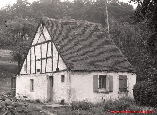 Nur das Wohnhaus mit drei Zimmern bleibt von der ersten Gastwirtschaft auf dem Glashütterhof bestehen Standort ist der heutige Parkplatz am Glashütterhof