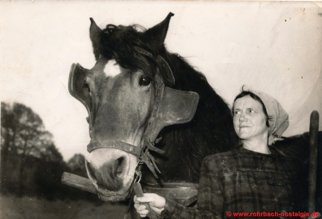 Frau else Pauly mit ihrem Pferd Fritz