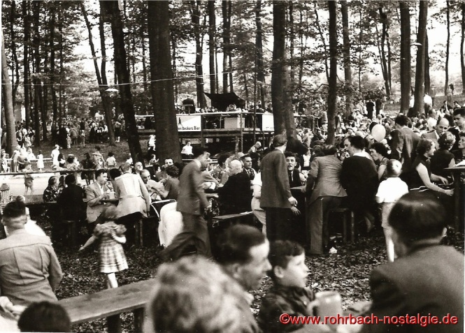 1955 Das beliebte Heckel Waldfest in der Au, nahe dem Bahnwärterhäuschen der Familie Bergsträßer
