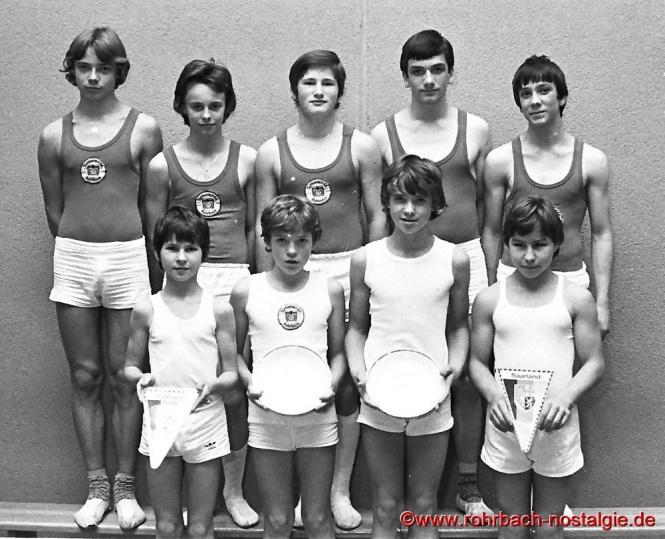 1978 Die Jugendriege des TV 66 wurde Saarlandmeister der Bezirksliga. Auf dem Foto hinten von links: