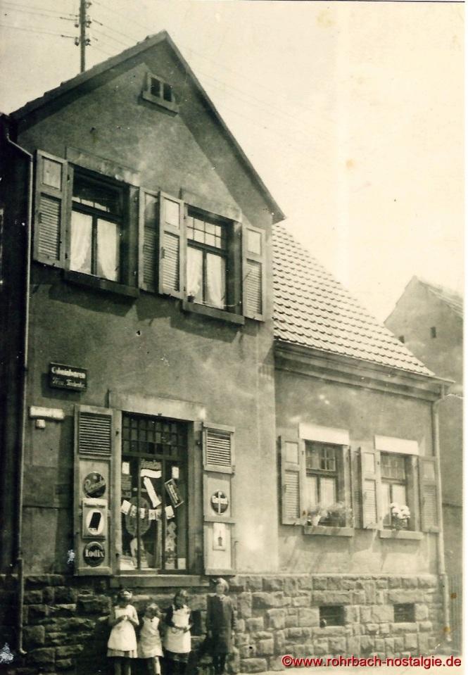 Das Colonialwarengeschäft Fassbender an der Ecke Bahnhofstraße und Hasseler Straße. hier kauft der kleine Herbert für seine Oma ein