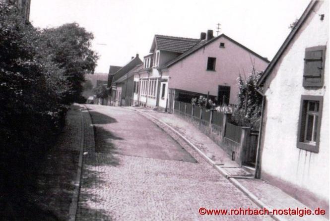 Die Alte Sschulstraße zwischen Denkmalschule und Schwesternhaus
