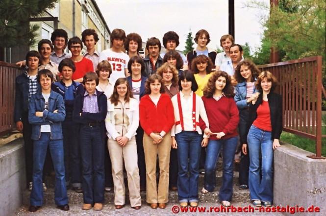 1979 Albert Senzig mit der Abschlussklasse des Geburtsjahrganges 1964