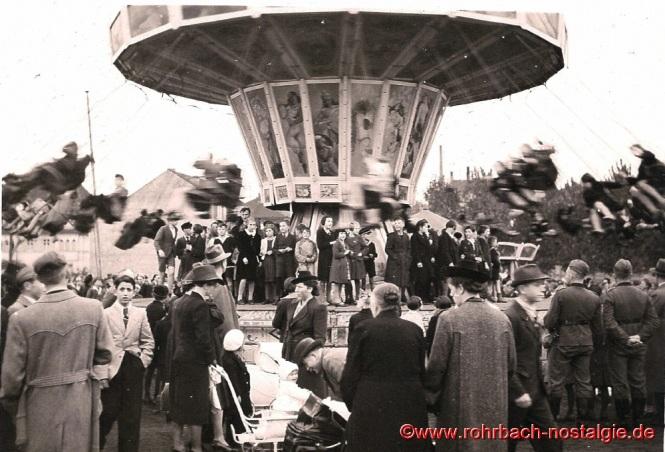 Um 1940 Kettenkarussell auf der Rohrbacher Kirmes