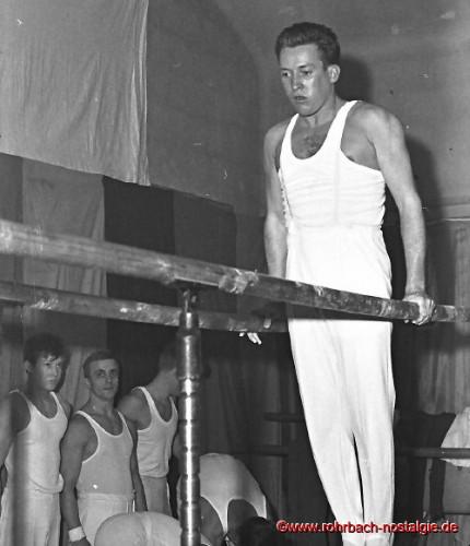 1967 Gründungsmitglied Albrecht Klam am Barren