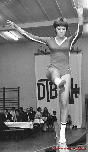 1969 Die Nachwuchsturnerin Uschi Krewel bei einem Vergleichskampf gegen Grünstadt