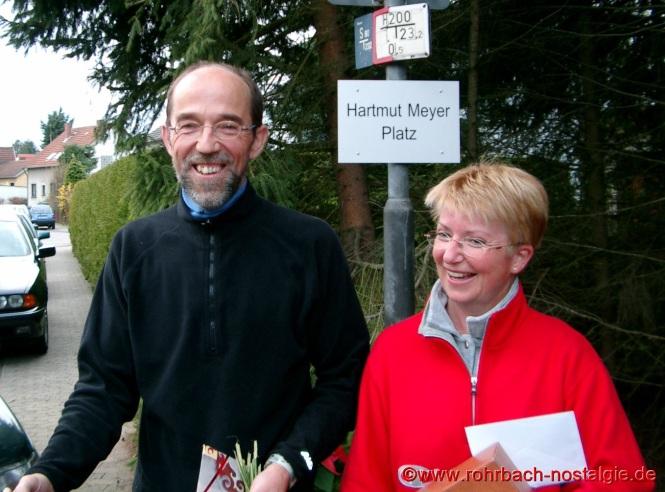 2002 Anlässlich seines 50. Geburtstages wird der Treffpunkt des Lauftreffs in Hartmut Meyer Platz getauft