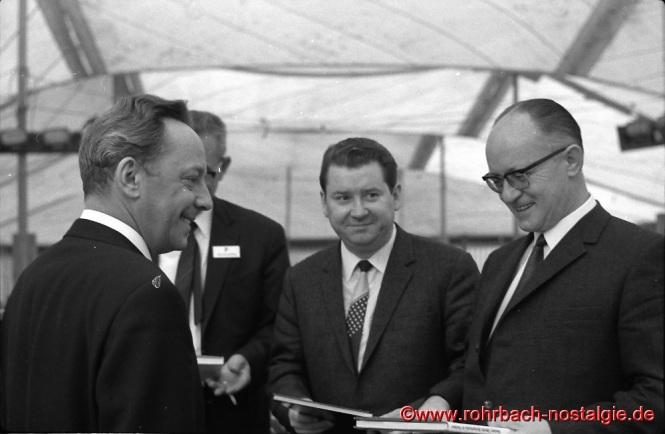 1968 Der Bundestagsabgeordnete der SPD beim SPD Maifest auf dem Marktplatz. Mit auf dem Foto in der Mitte albrecht Herold und des saarländische SPD Vorsitzende Kurt Conrad