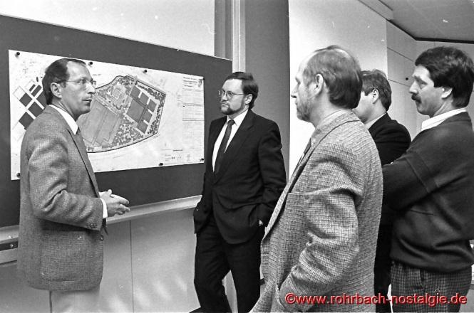 1990 Der saarländische Wirtschaftsminister HaJo Hoffmann besucht die Firma Festo.
