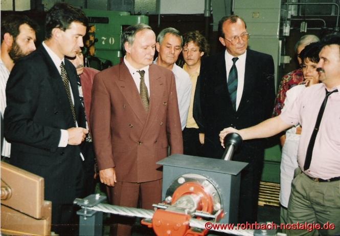 1991 Der saarländische Ministerpräsident Oskar Lafontaine besichtigt die neue Lehrwerkstatt der Firma PWH A& S (früher Ernst Heckel).