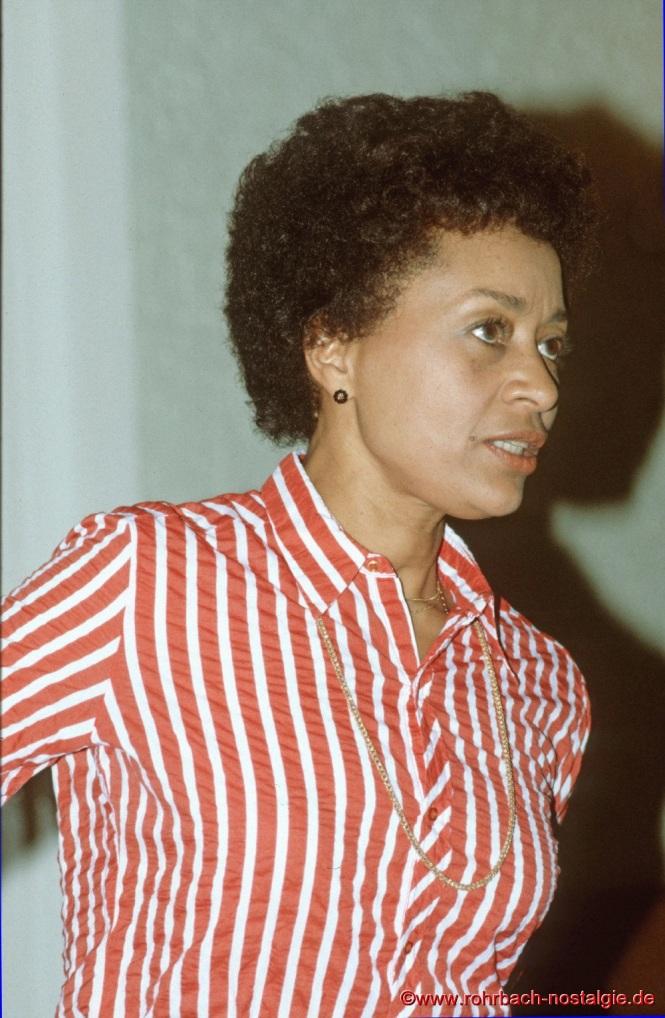 1981 Die US-amerikanische Opernsängerin Reri Grist bei einem Vortrag der Volksbühne Rohrbach im Evangelischen Gemeindehaus an der Christuskirche. Sie ist eine der ersten afro-amerikanischen Opernsängerinnen mit internationaler Karriere