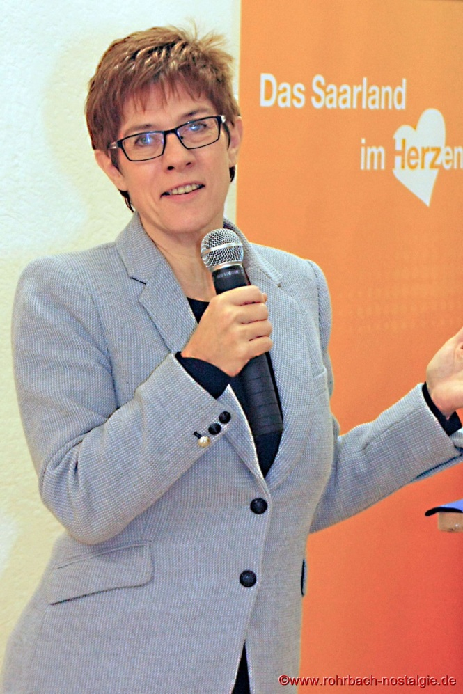 2016 Die saarländische Ministerpräsidentin Annegret Kramp-Karrenbauer beim schlachtfest der Rohrbacher CDU.