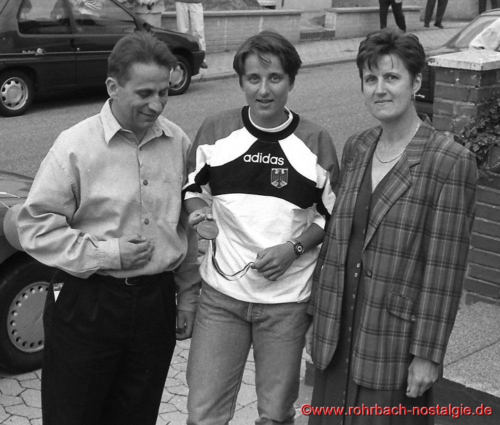 Rückkehr aus Australien am 01. September 1996 - Sandra mit Ihren Eltern