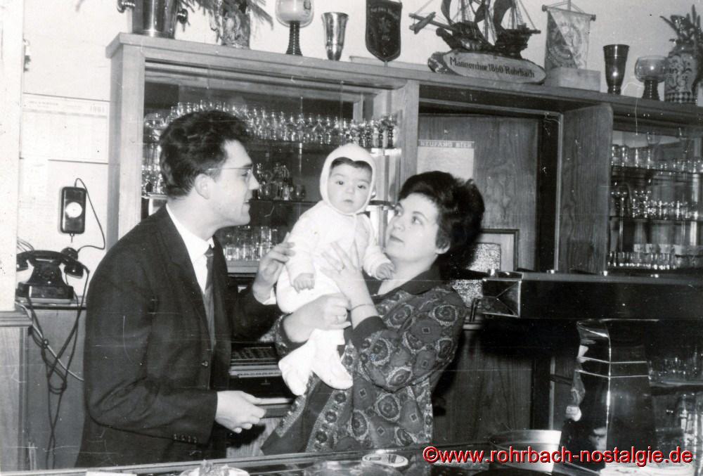 Um 1960 Theophil Dusemond , Sohn Georg (Drummer Schorsch) und Ehefrau Beate geb. Deckarm