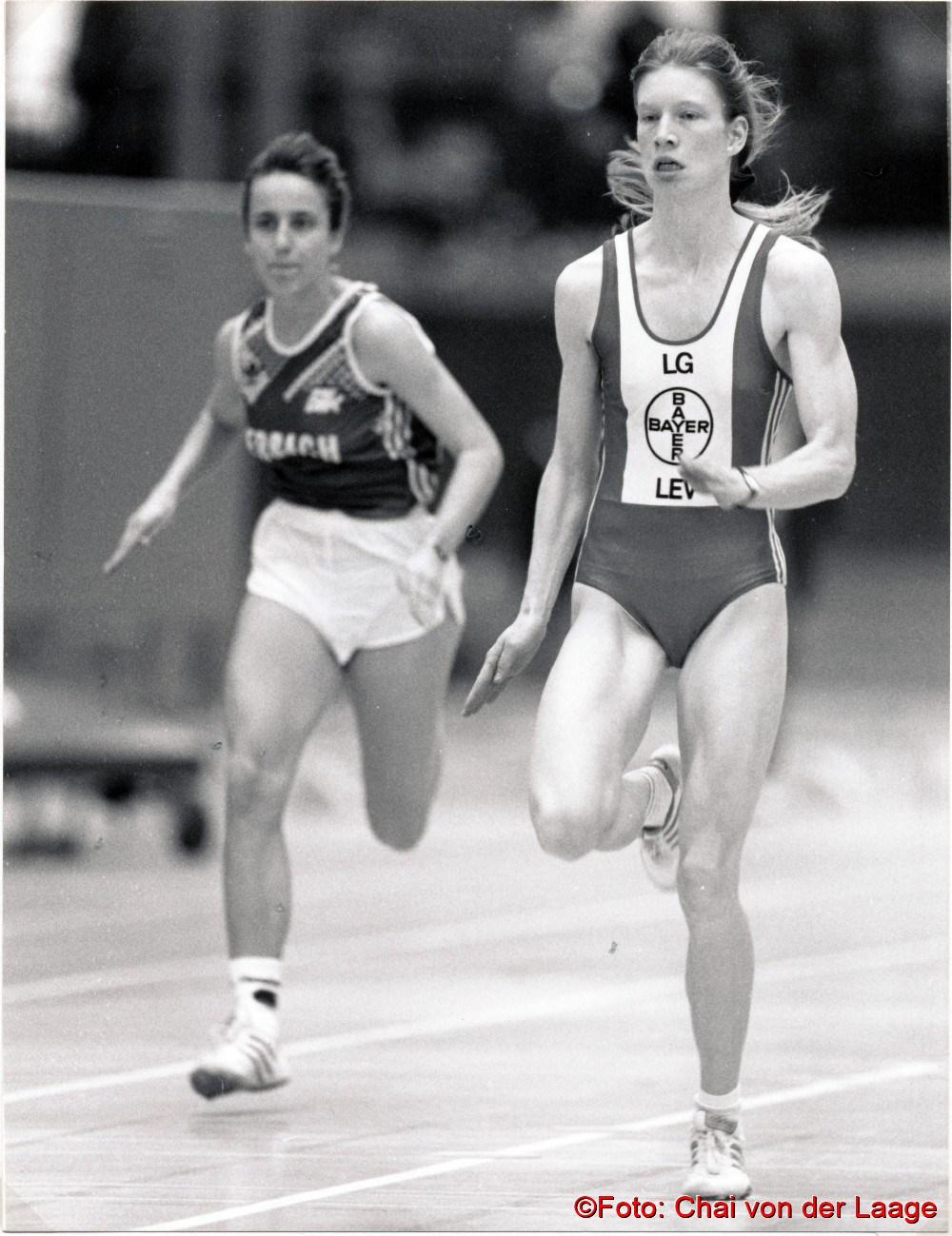 1992 Sandra Abel im Zwischenlauf bei den Deutschen Jugend-Hallenmeisterschaften in Hanau. Sie wurde Zweite hinter der späteren Meisterin Silke Lichtenhagen