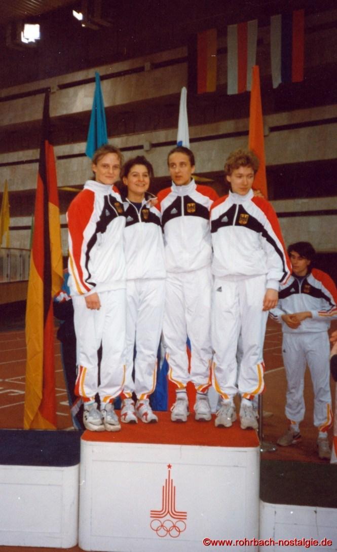 19. Februar 1994: Die deutsche Staffel auf dem Siegerpodest in Moskau. Sandra Abel , 2. von rechts