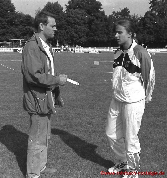 Beim Dreiländerkampf in Mannheim holt sich Sandra Tipps bei ihrem Trainer Ulli Knaapp