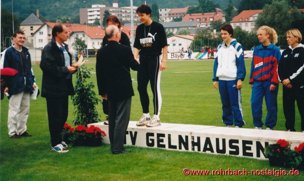 14. August 1999 bei den Deutschen Juniorenmeisterschaften in Gelnhausen bekommt Sandra Abel die Silbermedaille