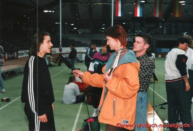 1996 Sandra wird navh ihrem IBM - Sprintcupsieg vom Deutschen Sportfernsehen (DSF) interviewt