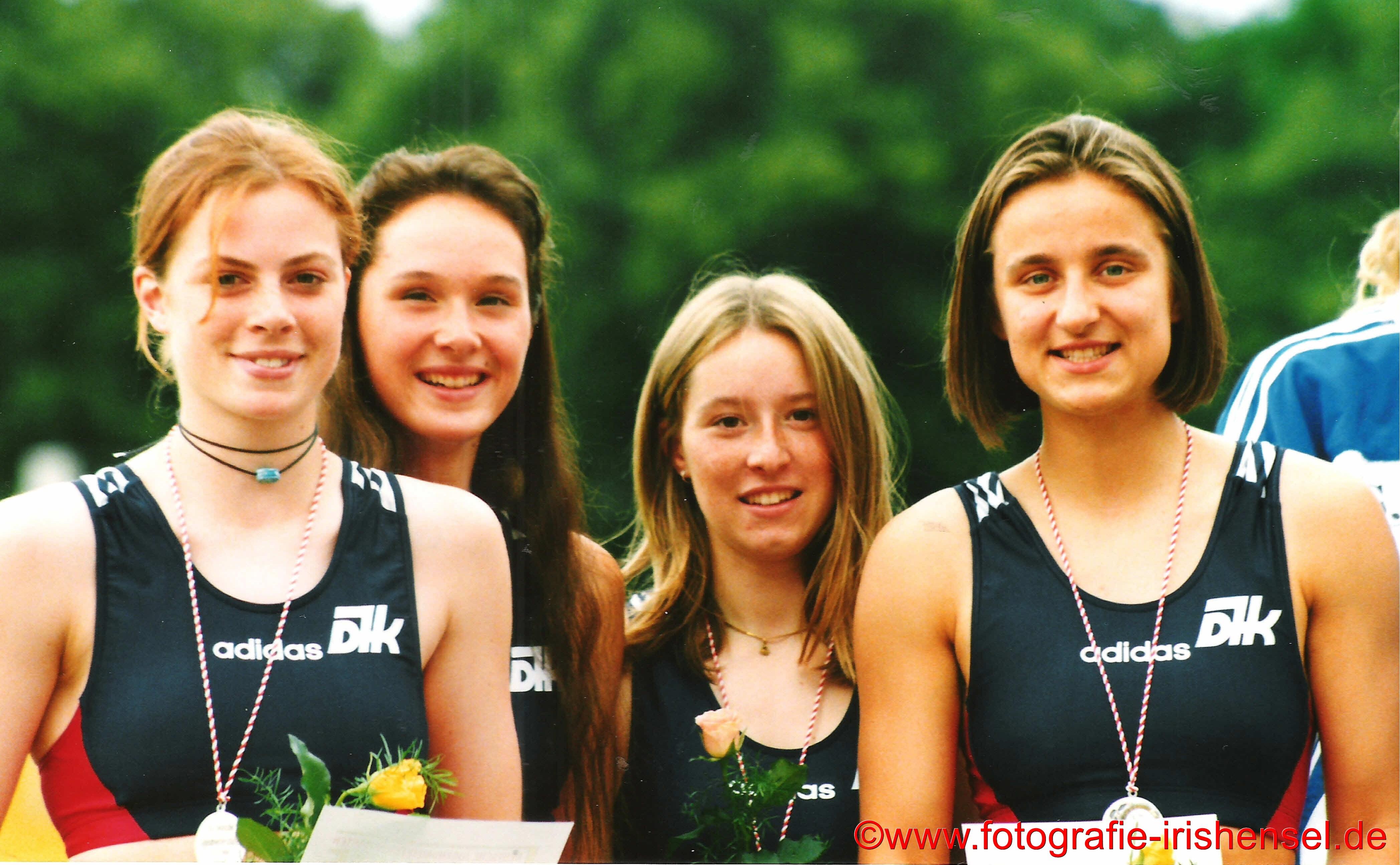 Am 07. Juli 1996 gewinnen diese 4 Mädchen die silbermedaille