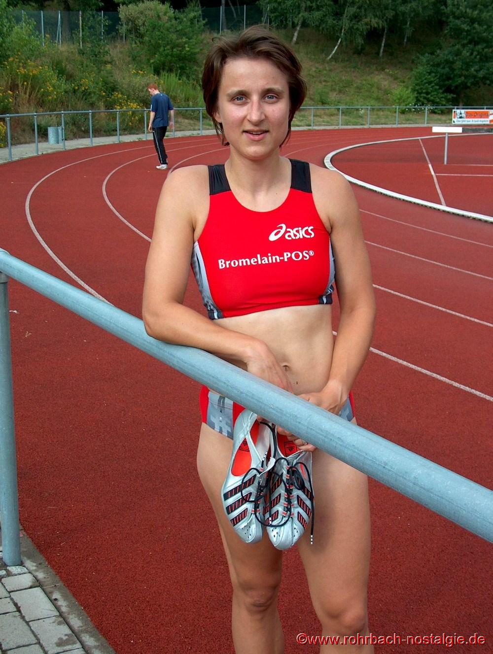 Im Juili 2003 Sandra Abel im Trikot ihres neuen Vereins SV Saar o5 Saarbrücken