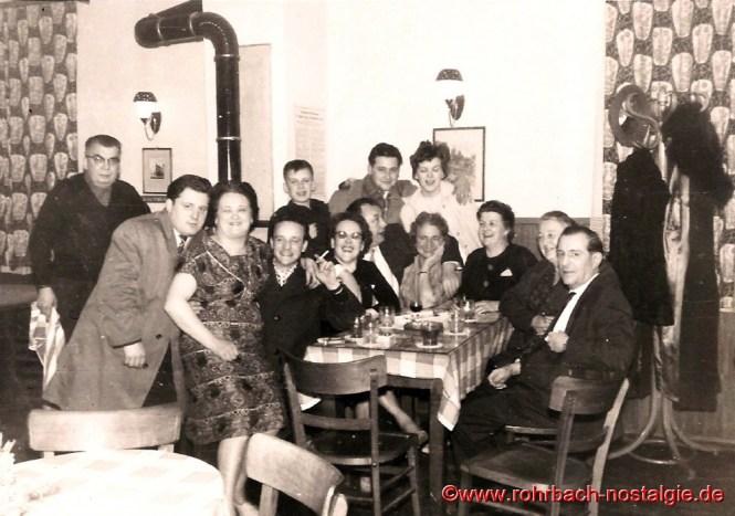 Um 1958 Tolle Stimmung im Gasthaus Persil