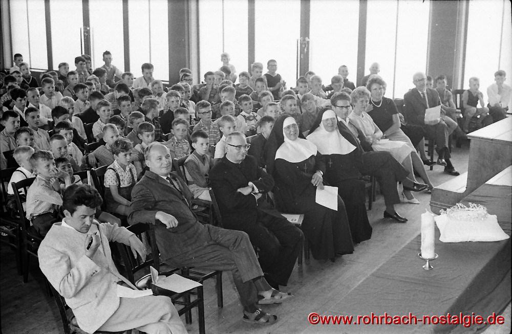 1964 am 2. Juli: In der TG Turnhalle findet die weltliche Feier